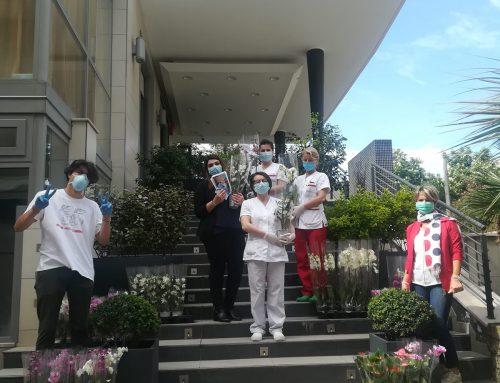 Quisisana Rimini: i volontari del TEAM BOTA di Rimini consegnano fiori e donano felicità!